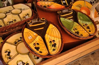 Snack tray from Provence in the shape of a cicada, with additional decorative olive motifs.